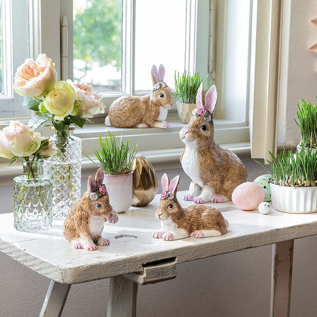 Easter Bunnies Coniglietto grande sed c ghirlanda fiori 14x9x19cm, , large